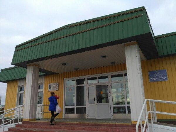 Нижневартовск вХМАО: фургон  столкнулся спассажирским поездом Адлер